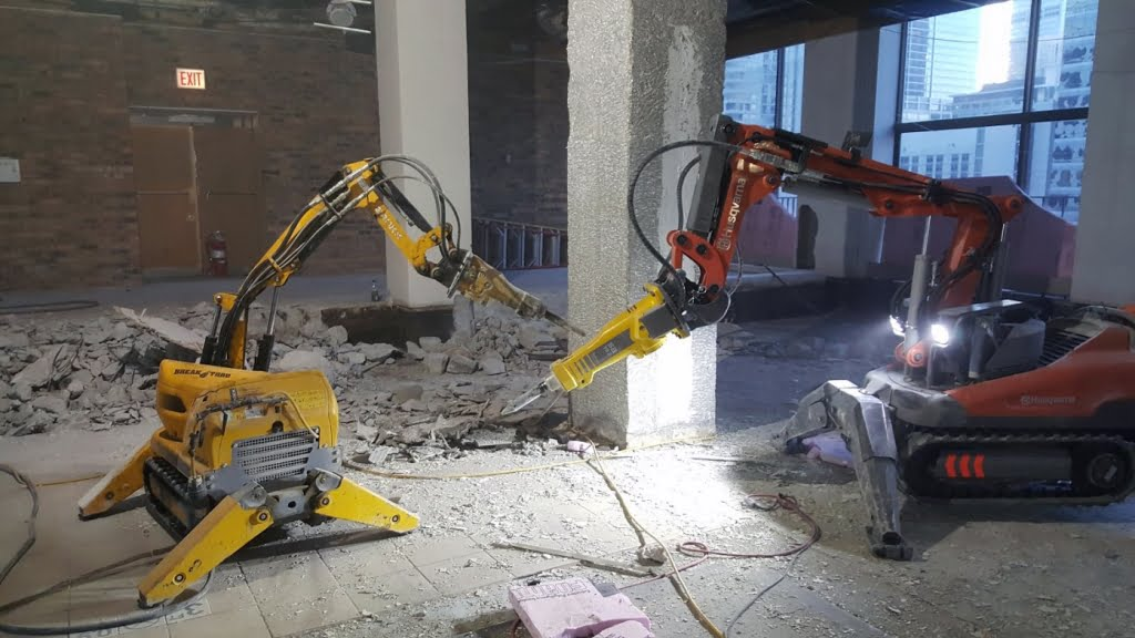 Cobra Concrete 39 S Milwaukee Robotic Demolition Is A Win For Contractors